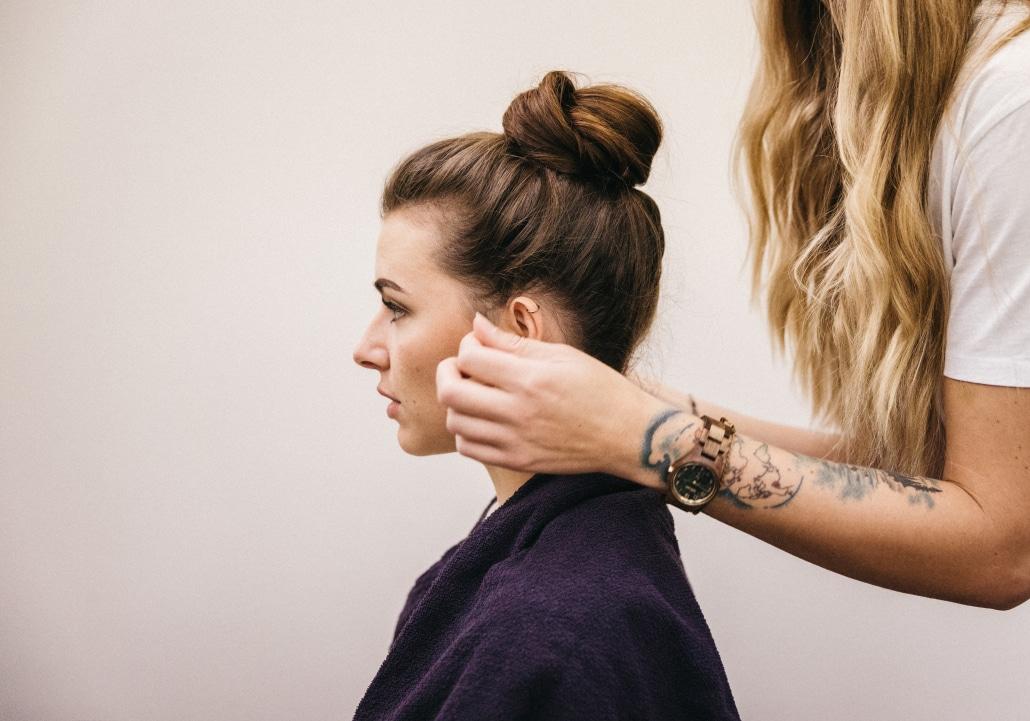 Friseurmeisterin Melanie Steinke bei der Arbeit